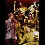 Donald Andersen og de steppende frøer i Honk! Den grimme ælling, Nørrebros Teater (Foto: Simon Hem)